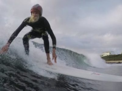 EL ULTIMO GRAN HIPPIE DEL SURF